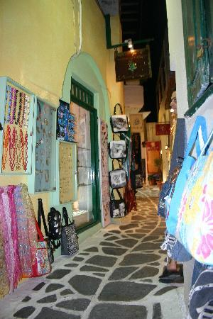 Naksos, Grecja: Delightful alleyways for shopping