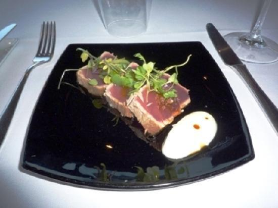 Restaurante Med: マグロの軽いロースト