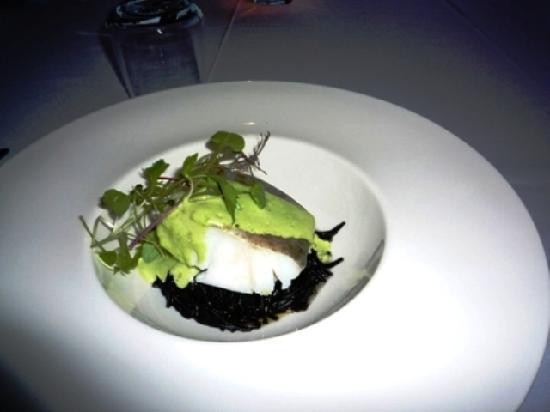 Restaurante Med: 本日の魚(イカスミパスタ添え)