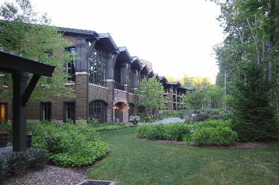 The Lodge at Woodloch: Facing the Woods