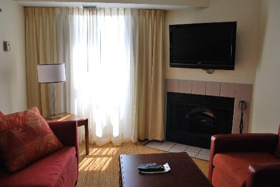 Residence Inn Colorado Springs South: Living Room