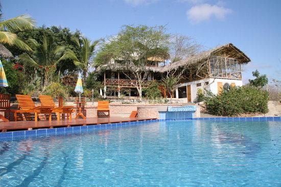 Puerto Lopez, Ecuador: Schwimmbad und Restaurantterrasse