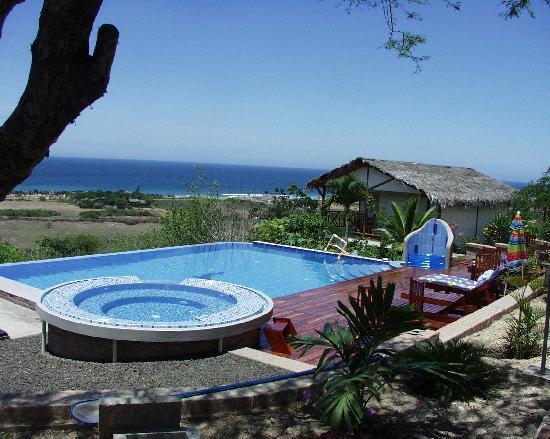 Puerto Lopez, Ecuador: Schwimmbad und Gästebungalow