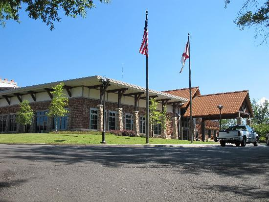 Guntersville, AL: Lodge