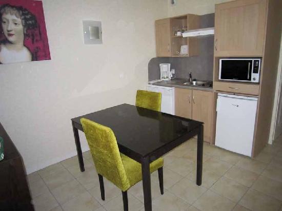 Meteor Val de Loire Resort : Kitchen
