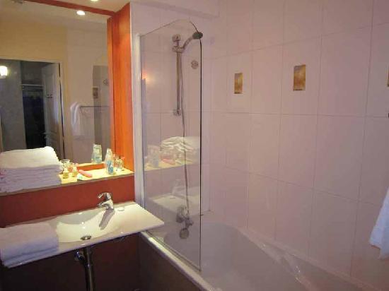 Meteor Val de Loire Resort: Bathroom