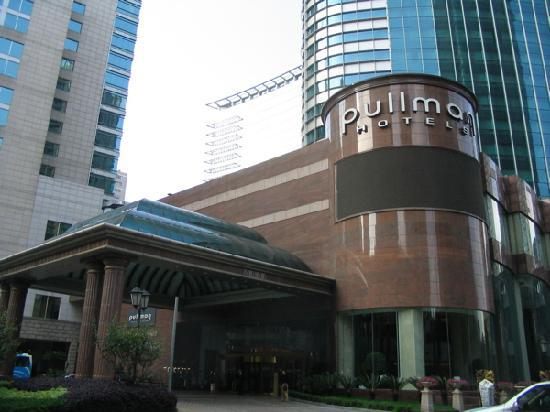 Pullman Shanghai Skyway Hotel Entrance