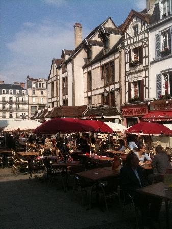 Hôtel Le Relais Saint Jean : Troyes city square, just steps from the Clarion St. Jean