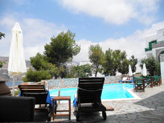 Yperia Hotel: Another view of the pool