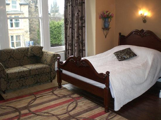 Wynnstay House: Relax in our stylish bedrooms just a few minutes walk from the Conference Centre & town