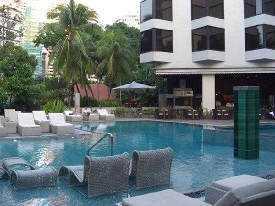 Grand Hyatt Singapore: Poollandschaft