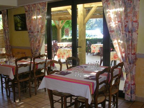 Auberge des Pins: intérieur du restaurant