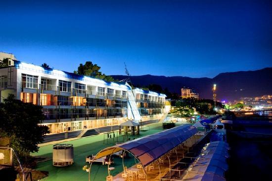 Levant Eco Hotel: Night Levant