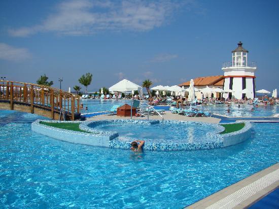 Sealight Resort Hotel: The pool