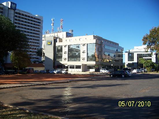 Brasilia Imperial Hotel e Eventos: Frente do hotel: próximo ao shopping Pátio Brasil