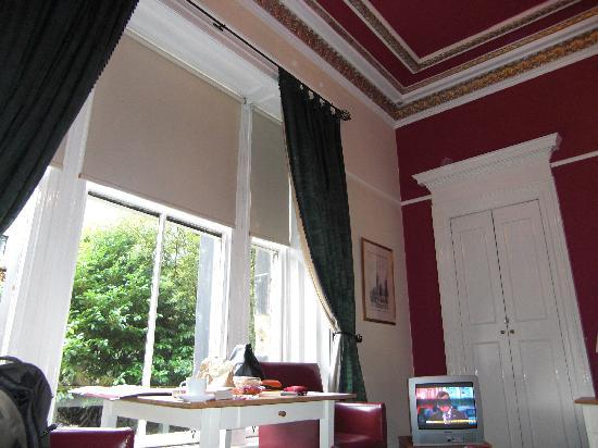 The Belhaven Hotel: Comfy, high ceilinged, room 19