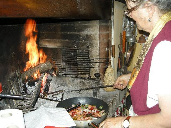 Tra le braccia di Morfeo: Rosina in her kitchen