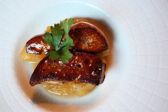 Auberge Le Bouc Bleu : first course: Foie Gras with carmalized Apples... HEAVEN