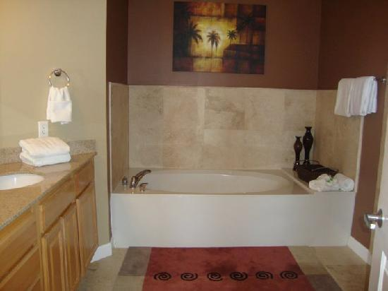 Grandview East & West Condominiums: Master Bathroom Tub