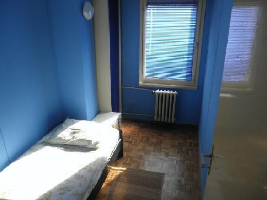 Hostel 12: One-bed room