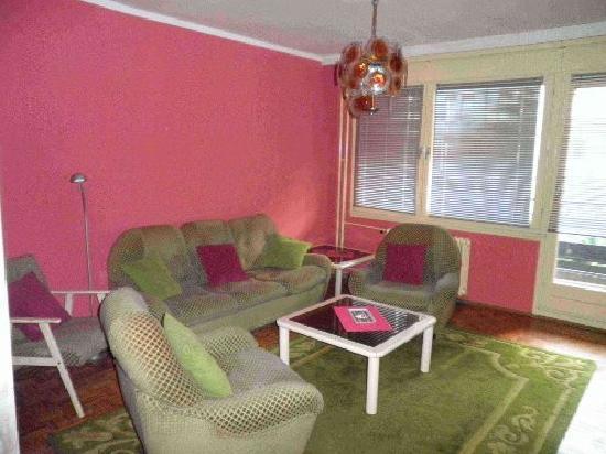 Hostel 12: Common room