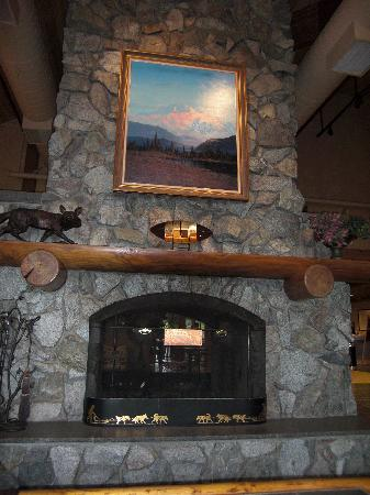 Mt. McKinley Princess Wilderness Lodge: Fireplace at Princess McKinley Wilderness Lodge