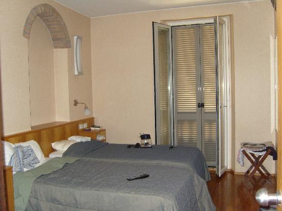 EuroHotel: bedroom