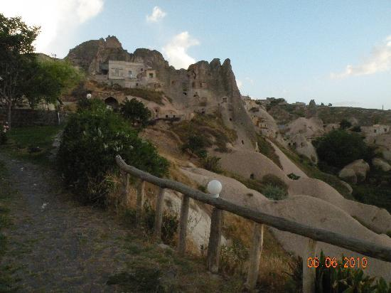 Buket Cave Hotel: Uchisar Castle from the garden