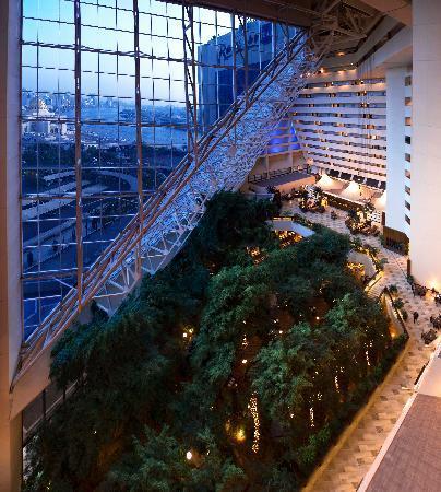Radisson Blu Resort Sharjah: Hotel Atrium