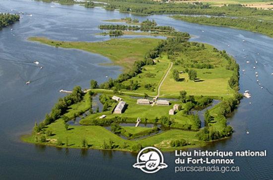 Vue aérienne du lieu historique national du Fort-Lennox