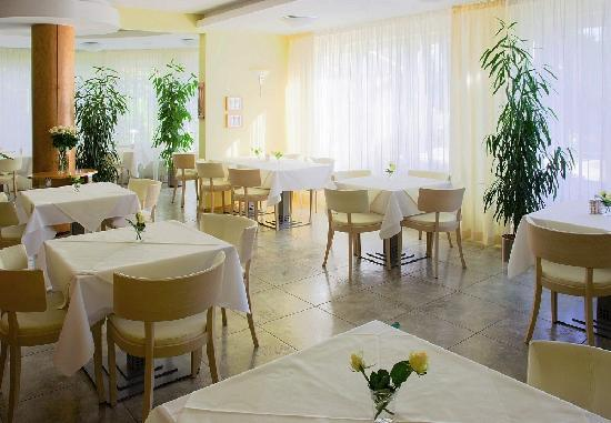 Hotel Set: caffe & restaurant