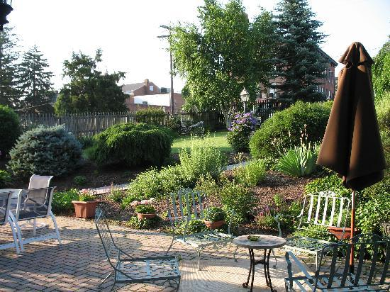 The Gaslight Inn Bed and Breakfast: View from back door of room