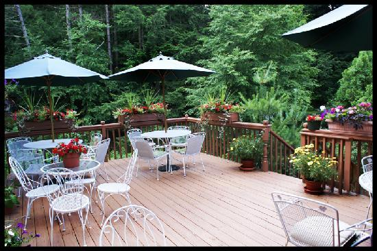 Berkshire Hills Country Inn : Outside Deck