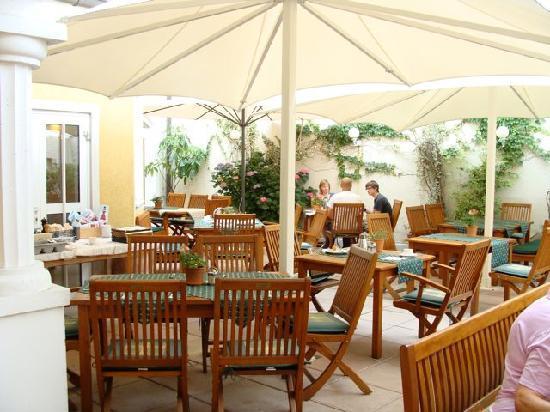 Hotel Restaurant zur Post: Outdoor dining terrace