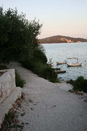Villa Vrbat : beach (Belvedere side)