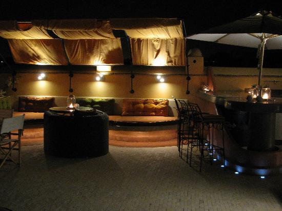 Maison MK : Beautiful roof terrace at night time