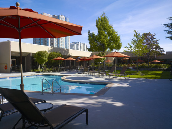 Sheraton Vancouver Airport Hotel: Sheraton Vancouver Airport Outdoor Pool
