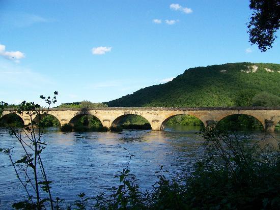 La Borie des Combes : Bridge over the Dordogne River