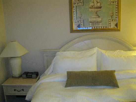 Edward Hotel Markham : Bed