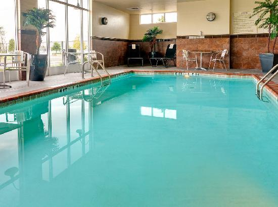 Holiday Inn Southaven - Central: Holiday Inn Southaven Indoor Pool