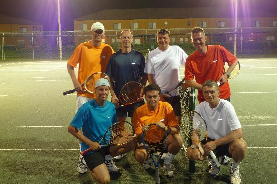 The Swiss Inn and Tennis Center: Tennis ist auch unter Flutlicht möglich