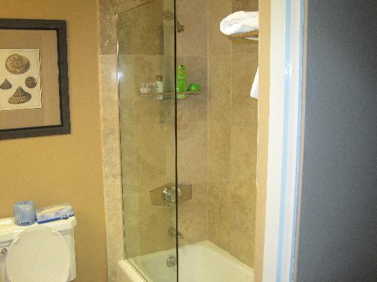 Grotto Bay Beach Resort: bathroom