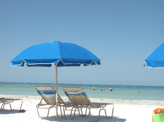 Captiva Beach Resort: The private beach was amazing & the water was warm!