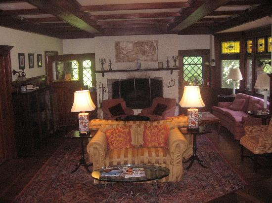 Manor House Inn: Lounge