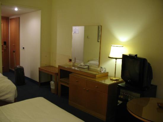 Cavalier Hotel: The room
