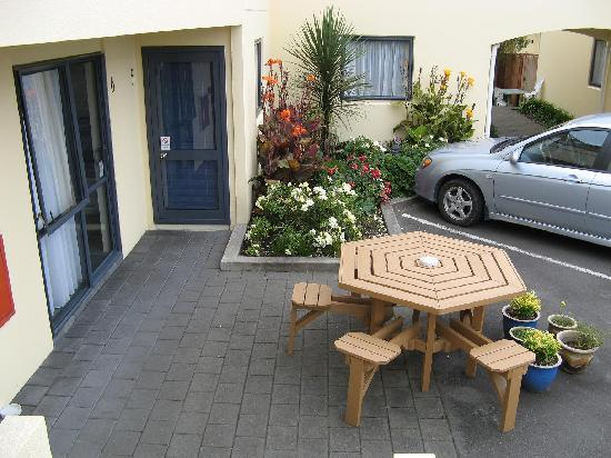 Bella Vista Motel: Outdoor Seating