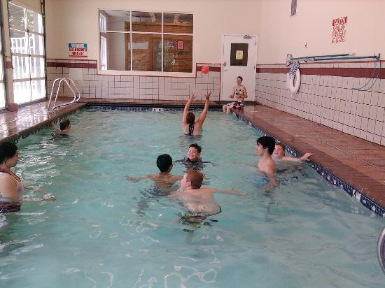 Ponderosa Falls RV Resort: small heated indoor pool