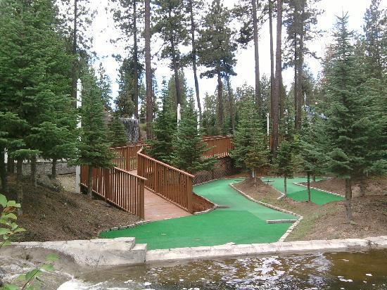 Ponderosa Falls RV Resort: 18 hole mini golf