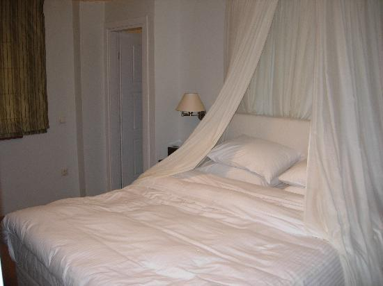 Dimitsana, Grecia: Amazingly comfortable bed