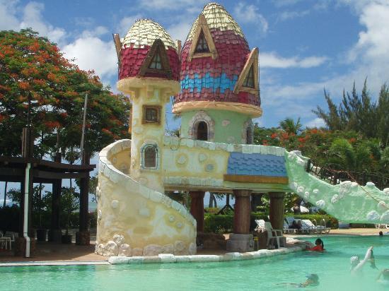 Saipan World Resort: ウェーブジャングルのお城